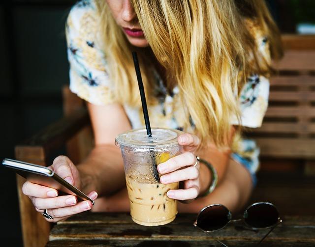 カフェでの女性