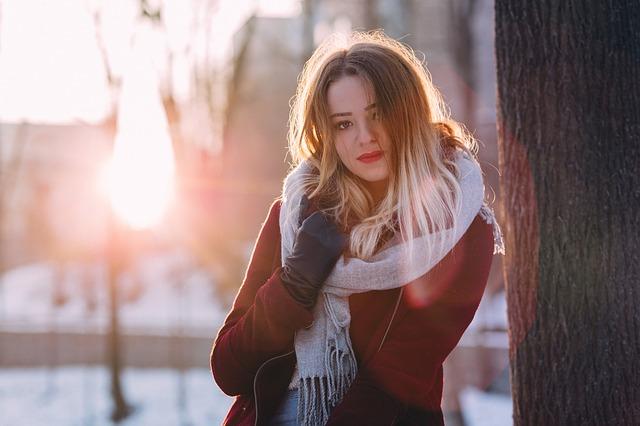 寒い日の女性
