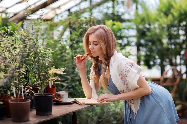 温室の女性